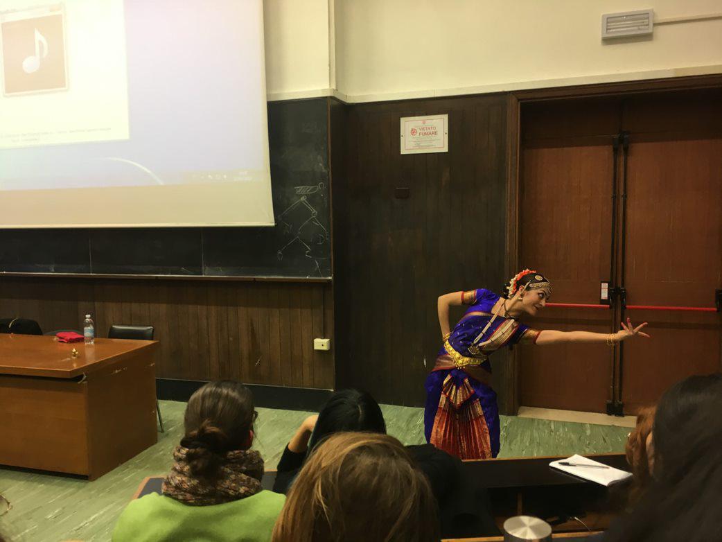 Immagine. Seminario: Il corpo che danza. Una prospettiva antropologica. Foto di Nadia Perri.